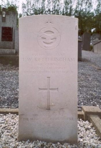 ketteringham-grave