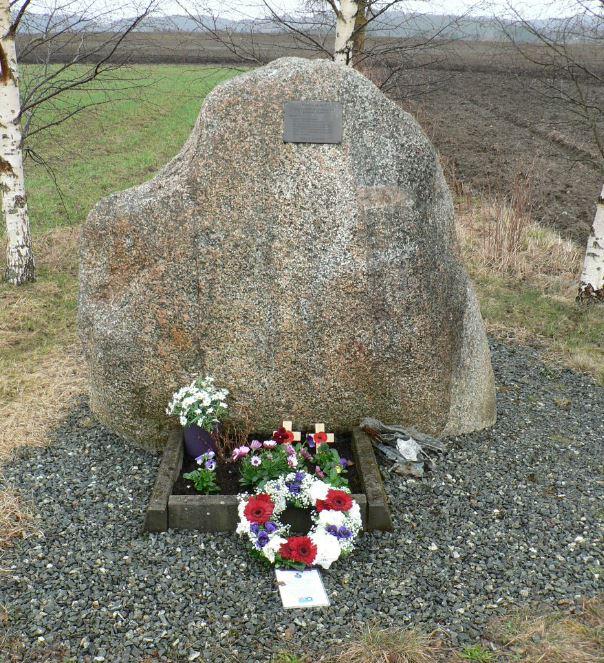 w1053 Memorial [Linzee Duncan]