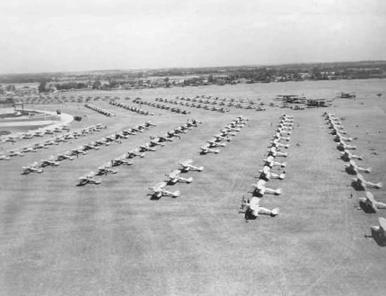 aerial-view-of-aircraft-on-aerodrome-during-royal-review-mildenhall-1935-raf-museum